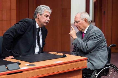 Rakúsky minister varuje: Utečenecká