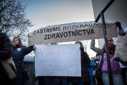 Účastníci protestu proti rozkrádaniu