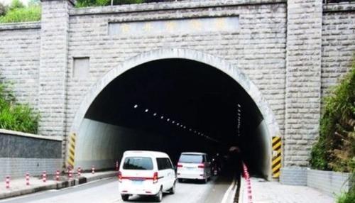 Jazdou cez tunel získate