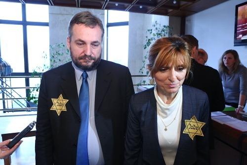 Poslankyňa OĽaNO a poslanec
