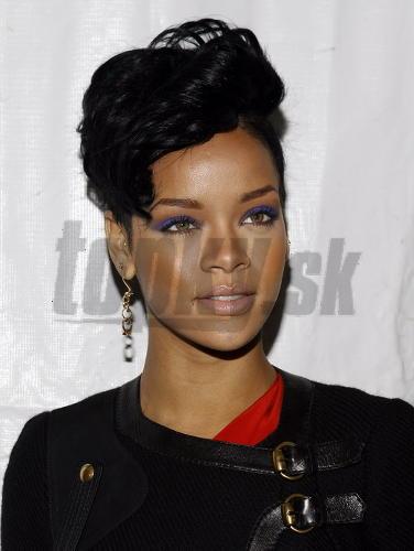 Rihanna čierna mačička chlapci dostať Fajčenie