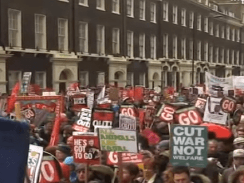Protest proti Cameronovým opatreniam