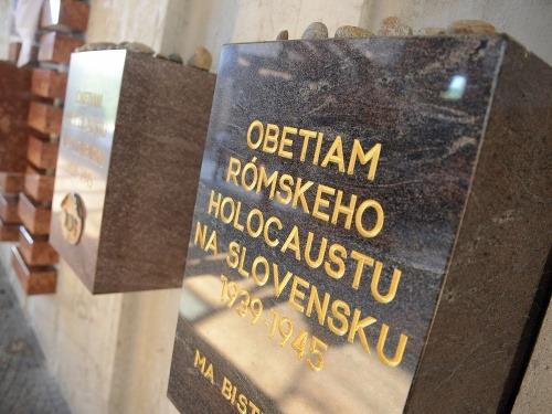 Pamätná doska rómskeho holokaustu