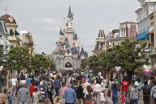 Disneyland v Paríži museli
