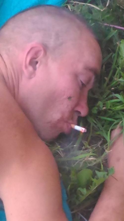 Opitý párty fajčenie