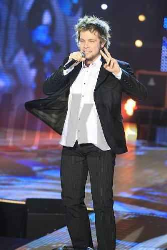 Spevák Tomáš Bezdeda skúšal