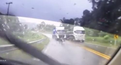 Ďalšia šialená jazda kamionistu: