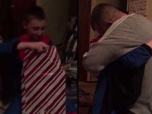 Najkrajšie vianoce  VIDEO Chlapec sa rozplače po tom c4449789459