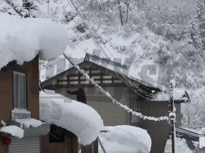 Japonsko zasiahla snehová víchrica