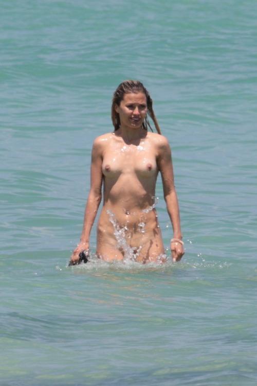 Obrázky mladých žien nahý