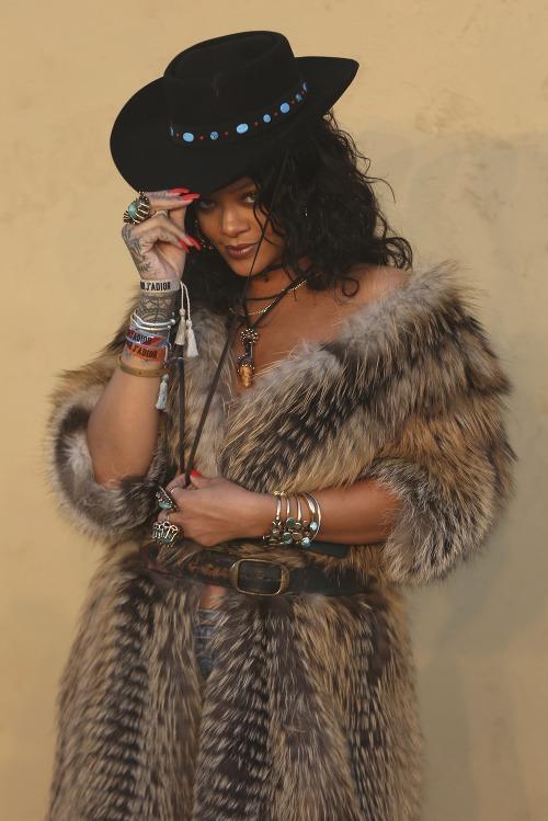 Rihanna týmto outfitom zrejme
