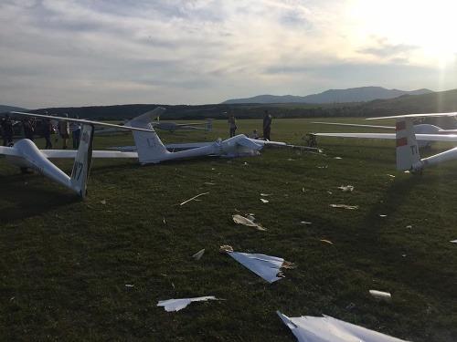 Zdemolované vetrone po pristátí