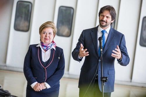 FOTO Kaliňák vyznamenal letušku