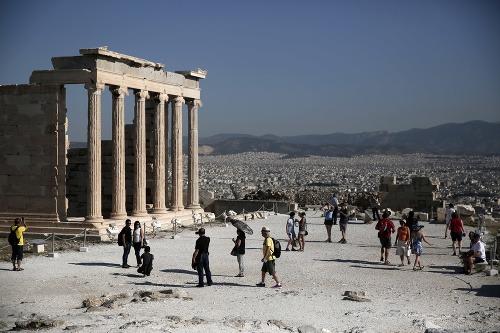 Akropolu každoročne navštívia viac