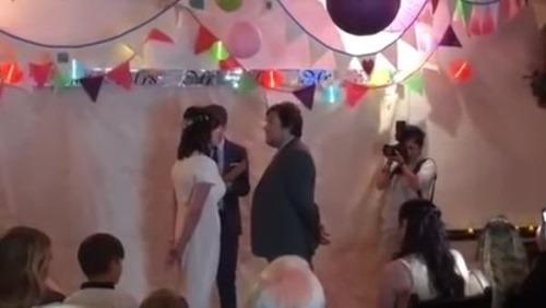 72bbe2380b29 Oddávajúci sa spýtal na svadbe