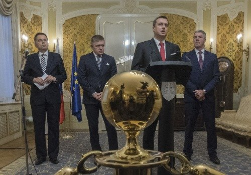 Na snímke zľava minister