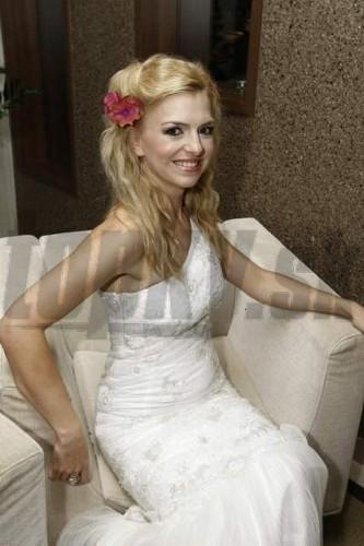 """83e4c9035790 Puškárová si vydražila """"svadobné"""" šaty  Zlatica"""
