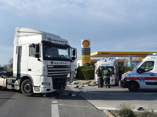 Vážna nehoda kamióna so