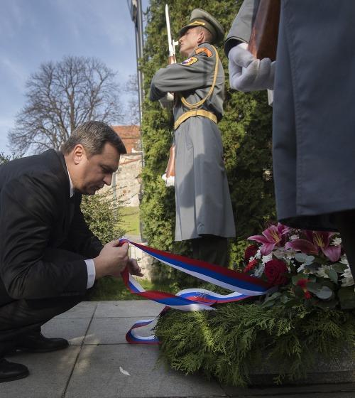 Danko pred pamätníkom Alexandra