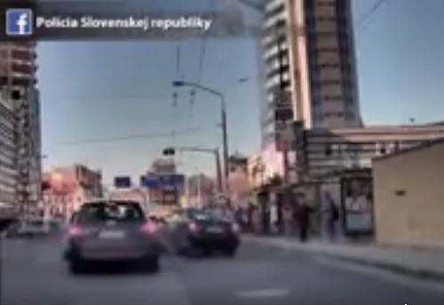 Policajti zverejnili video naháňačky