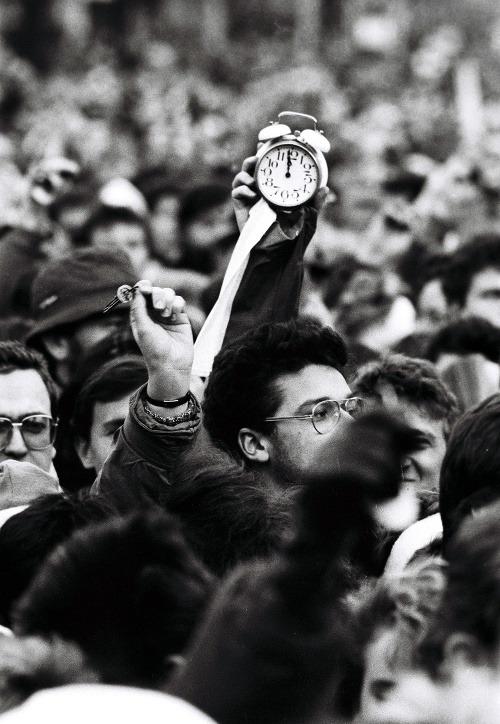 FOTO Nežná revolúcia porazila