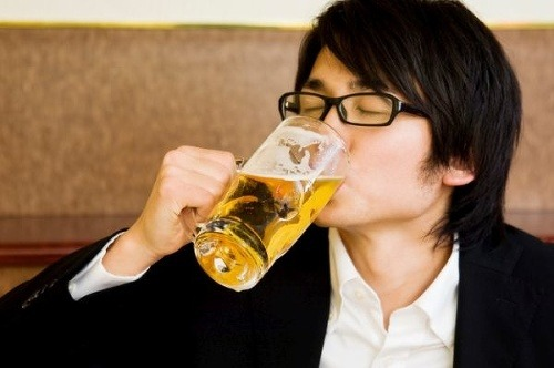Pitie alkoholu pomáha jednej