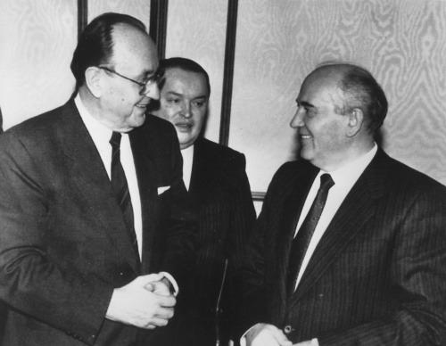 Zľava: Michail Gorbačov a