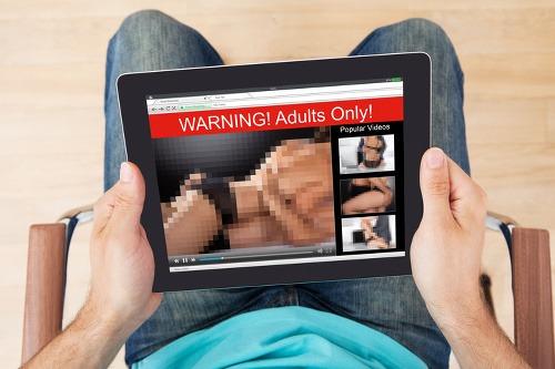 Voľný mal porno rovno chlap zvedený do gay sex
