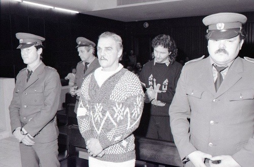Ján Molnár, za ním