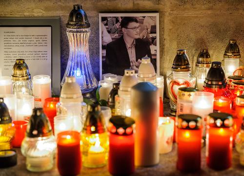 Sviečky a portrét Jána