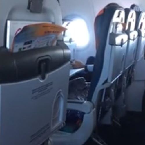 Pasažier sedel v rade