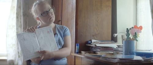 Celovečerný dokumentárny film Niečo