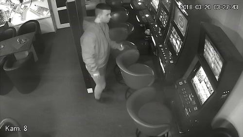 VIDEO Maskovaný lupič zaútočil
