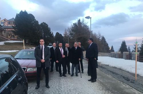 Miloš Zeman na prechádzke