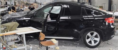 Vodič v BMW prebúral