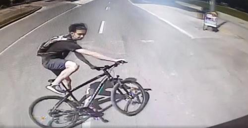 7dbdadfc8 Bezohľadný cyklista ohrozil premávku: VIDEO Zabrzdil rovno pred ...