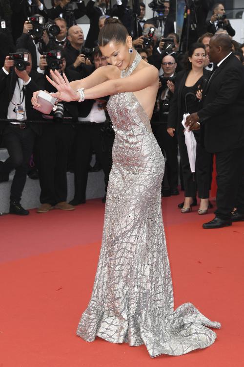 Bella Hadid na červenom