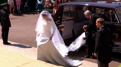 Prvé zábery svadobných šiat