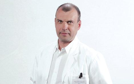 Spotený a iba v trenírkach  Český herec na svadbe... Fíha! – galéria ... b7b050148b