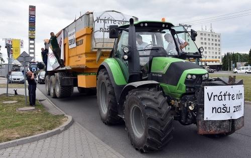 Protestná jazda farmárov.