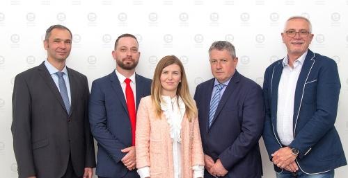 (Zľava) Podpredsedovia Branislav Jaďuď
