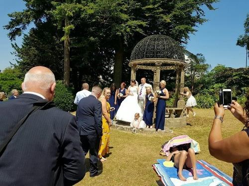 Žena zničila novomanželom svadobné