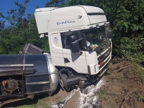 Nehoda kamiónu pri meste