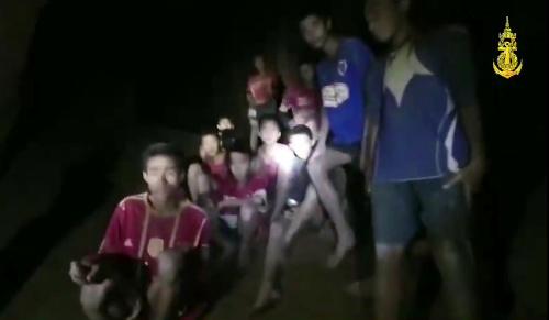 Záchrana 12 futbalistov a