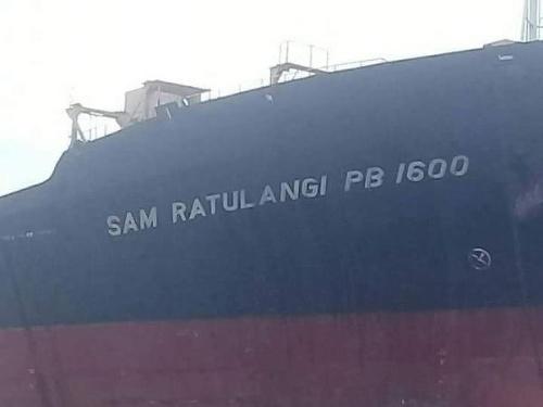 Loď, ktorú obklopuje poriadna