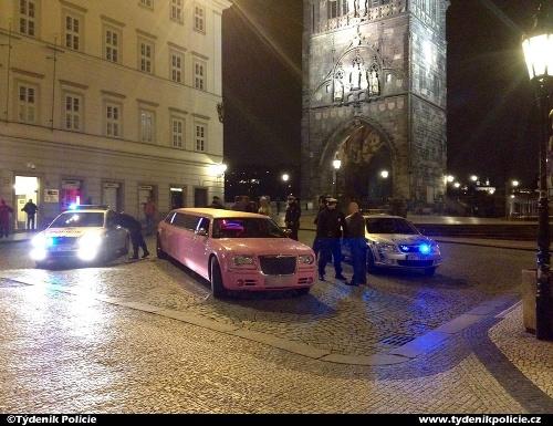 Ružová limuzína na Karlovom