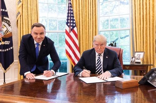 Poľský prezident čelí kritike