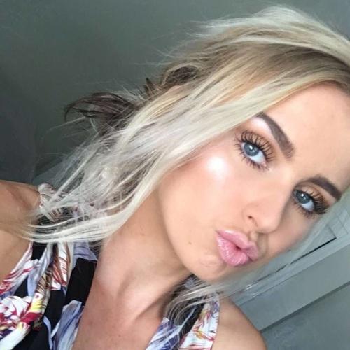 Brenna Burková (21)
