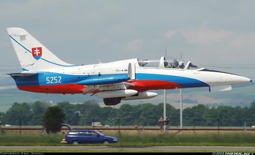 Vojenské lietadlo L-39. (ilustračná