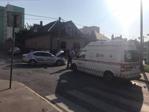 Zrážka sanitky s taxíkom